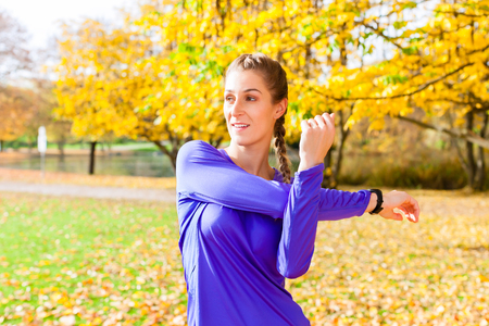 sport woman: Woman doing sport in autumn forest