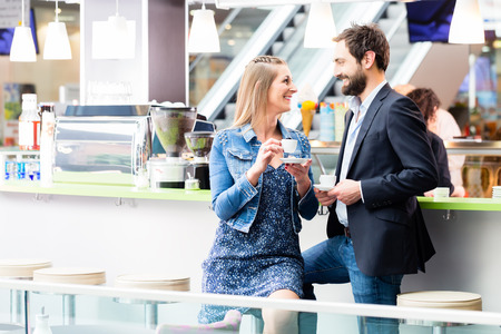 flirt: Woman and man drinking coffee in cafe