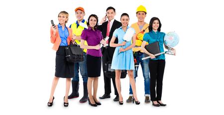 Gruppo di uomini asiatici e donne con diverse professioni - operaio edile, insegnante, uomo d'affari, tuttofare, e agente di call center Archivio Fotografico