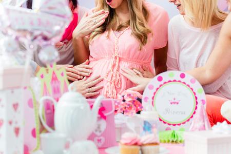 Beste Vrienden op baby shower feest vieren geven kid stuff zoals huidig