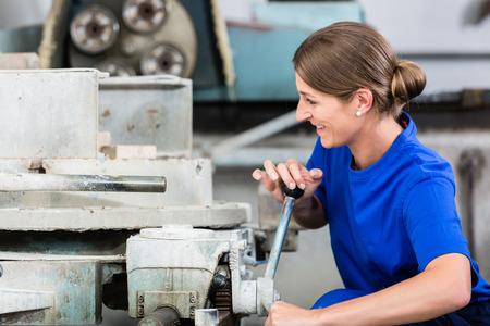 bluey: Stone mason chucking workpiece into polishing machine Stock Photo