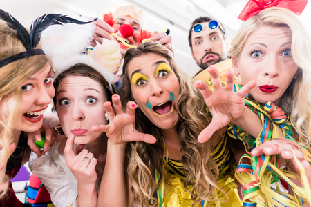 Women and men celebrating at party for new years eve or carnival Imagens - 88454240