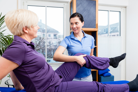 Therapist checking knee joint of senior woman 스톡 콘텐츠 - 103622213