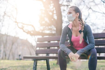 Woman trying to do sport during coronavirus crises despairing of the state of the world Imagens
