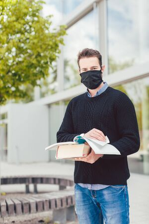 Student wearing mask during covid-19 cannot enter closed university building Standard-Bild
