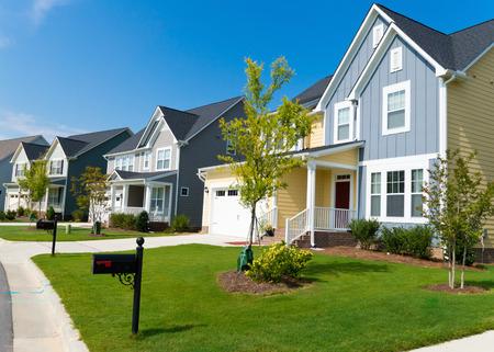Straat van suburbane woningen