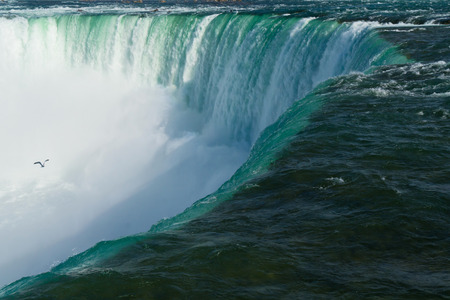 The closeup view of Niagara horseshoe Falls. Ontario Canada 免版税图像