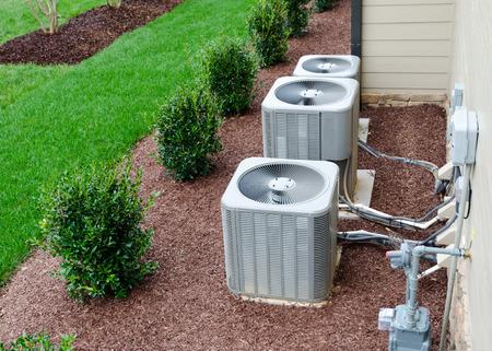sistema: Unidades de aire acondicionado conectados a la casa residencial