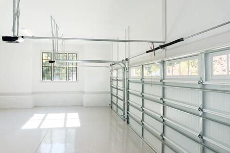 Large three car garage interior Banque d'images