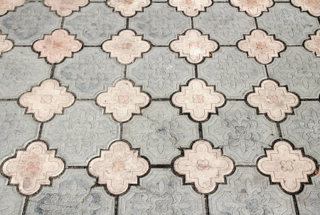 interlocking: Gray interlocking paving stone driveway from above