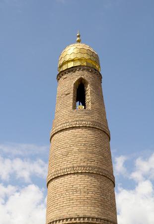prayer tower: Muslim torre di preghiera sul cielo