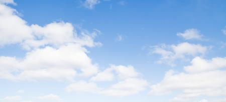 nubes del cielo azul