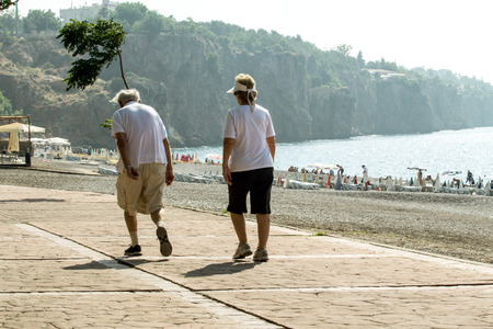 twos: tourists, vacationers strolling near the sea Stock Photo