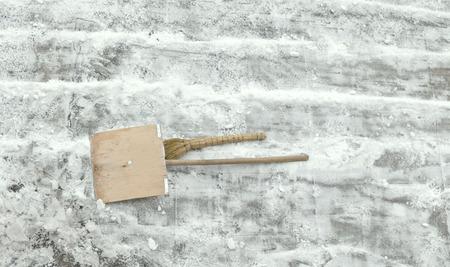 elimination: wooden shovel winter