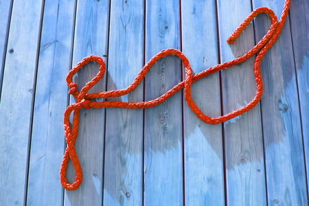 thick: thick rope on a wooden