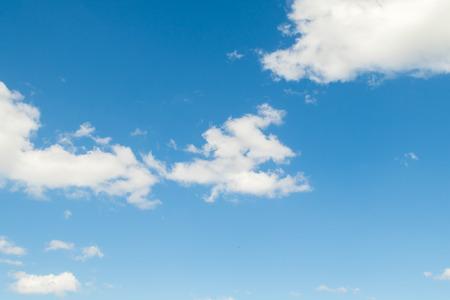 Wolken des blauen Himmels