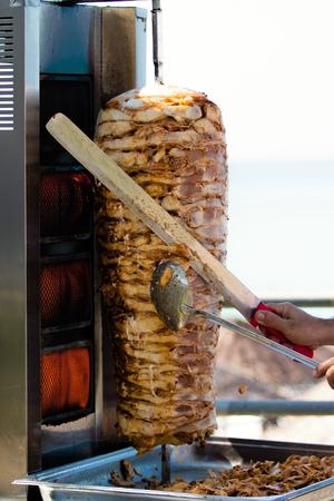 Cucinare la carne per shawarma Archivio Fotografico - 92360852