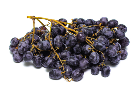 a bunch of dark grapes isolated on white background Foto de archivo