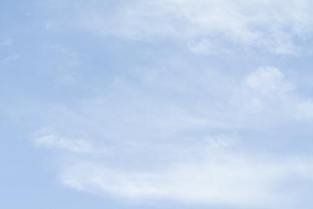 Blauer Himmel als Hintergrund an einem klaren Tag.