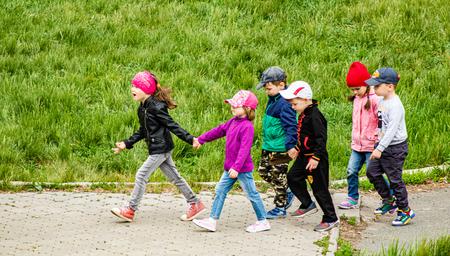 Petropavlovsk, Kazakhstan - May 31, 2019: Children walk down the street in a summer park. 免版税图像