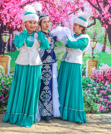 Petropavlovsk, Kazakhstan - May 1, 2019: Songs and dances in the national costumes of the peoples of Kazakhstan. May 1 in Kazakhstan is the Day of Unity of the People. Archivio Fotografico - 124999092