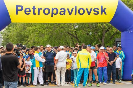 Petropavlovsk, Kazakhstan - June 4, 2019: Day of state symbols of the Republic of Kazakhstan. Holiday children and adults celebrate. Athletes and musicians in the park in the park. Imagens