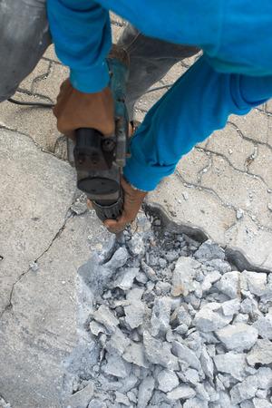 presslufthammer: Stra�e Reparaturarbeiten mit Presslufthammer