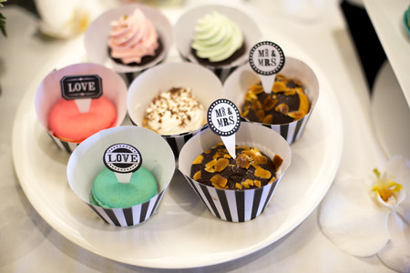 Cupcake With Mr.&Mrs. for decorated wedding table 版權商用圖片
