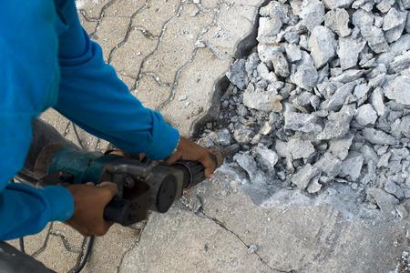 presslufthammer: Straße Reparaturarbeiten mit Presslufthammer