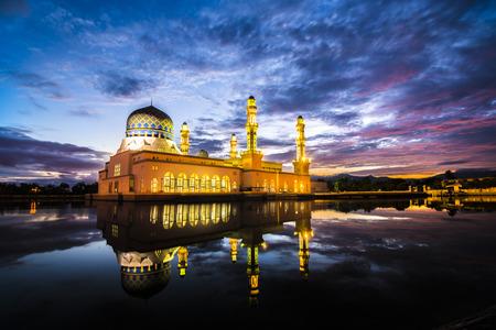 Kota Kinabalu City Floating Mosque, Sabah Borneo Malaysia Foto de archivo