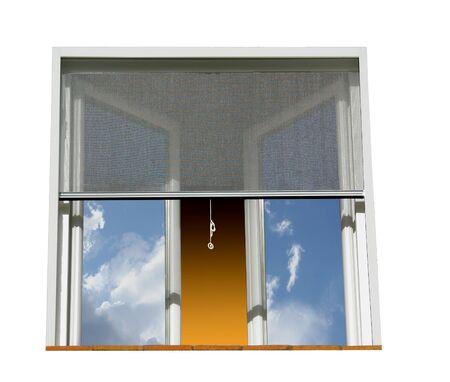 Okno wyposażone w ochronę przed komarami. Białe tło.