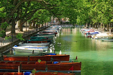 Many boats moored in the Vassé canal in Annecy. Archivio Fotografico