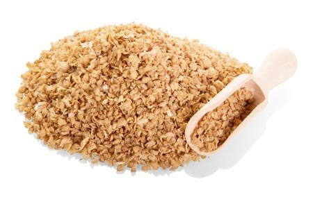 흰색 배경에 고립 된 나무 국자에 buckwheat 부스러기. 스톡 콘텐츠