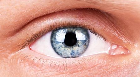 메이크업 근접 촬영없이 인간의 눈입니다. 배경.