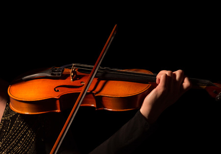 Hand of musician playing the violin isolated on black background 스톡 콘텐츠