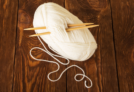 Hank of soft yarn and wooden knitting needles, on table 写真素材 - 104465677