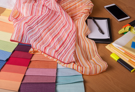 Advice about fabric choice and calculation of costs. The fabric store 版權商用圖片