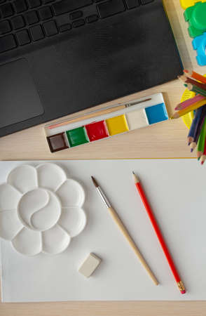 Online drawing lesson. Drawing paper, palette and notebook for communication. Top view Foto de archivo