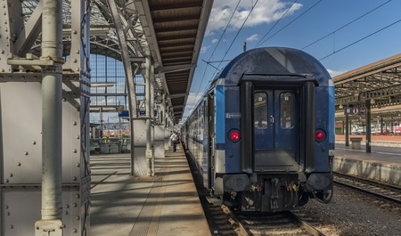 peron: Fast train with passengers in Prague main station