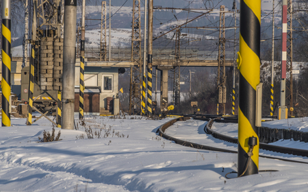 Spisske Vlachy station in winter frosty afternoon with sun and blue sky 版權商用圖片