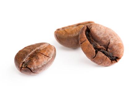Koffiebonen met witte bakgrond