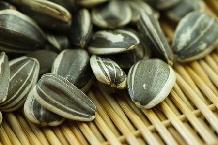 semillas de girasol: Semillas de girasol crudo con c�scara