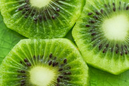 Slices of fresh kiwi fruit Stockfoto