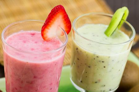Strawberry and Kiwi Smoothies Stockfoto