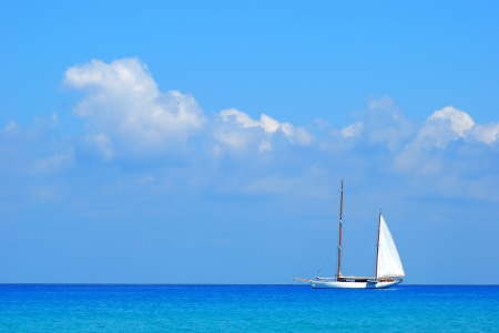 Sailing boat and calm sea Stock Photo - 13931124