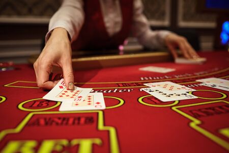 The croupier in the casino does a shuffle of cards at the table. Gambling Stockfoto