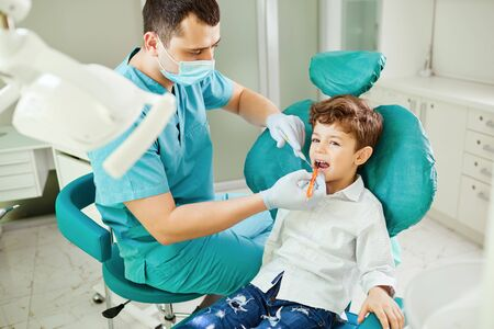 Dentist checks the childs teeth in the dental clinic. Banco de Imagens - 131889943