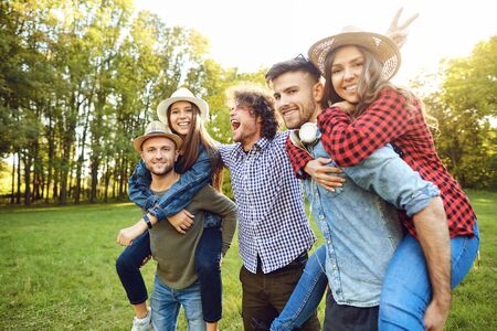 Happy funny friends are laughing at the park. Friendship of young people. Lifestyle Stockfoto