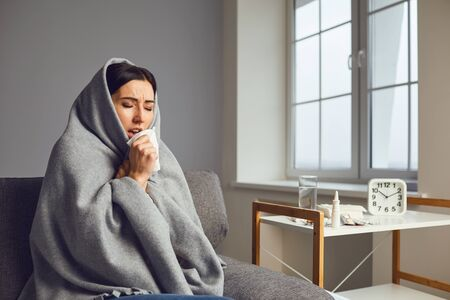 Sick girl with flu common cold flu symptoms in room at home. Banque d'images - 137129658