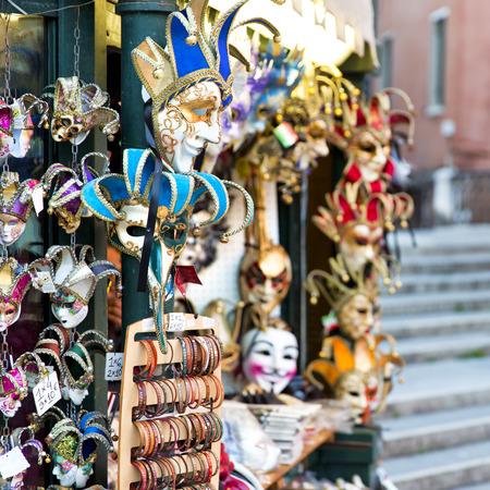 mascaras de carnaval: Hermosa vista de Venecia con m�scaras de carnaval